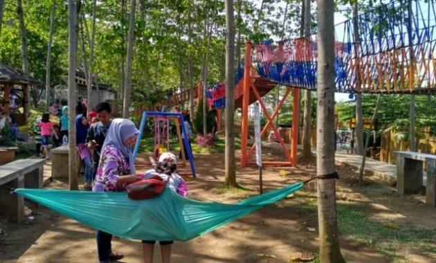 Permaianan anak di wisata bukit dhoho indah kediri