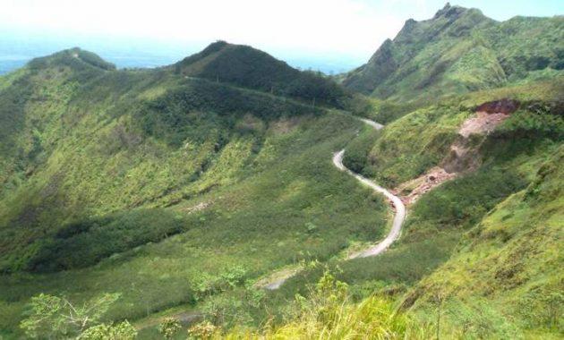 Jalan menuju wisata gunung kelud