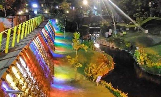 Keindahan taman hijau SLG malam hari