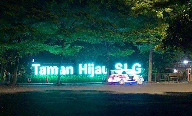 Taman hijau SLG malam hari