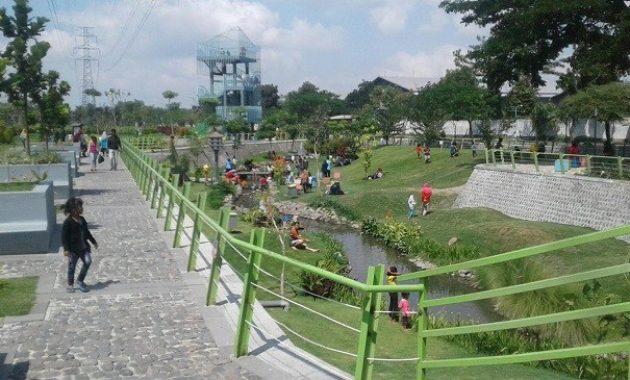 Taman hijau simpang lima gumul kediri