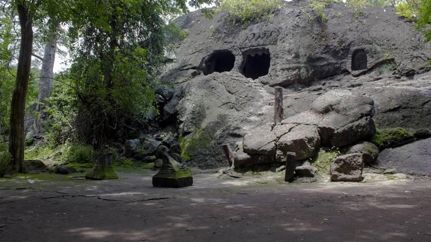 Wisata alam goa selomangleng kediri
