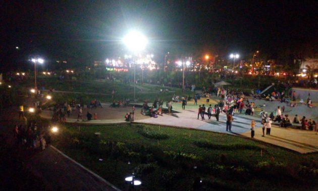 Suasana taman brantas malam hari