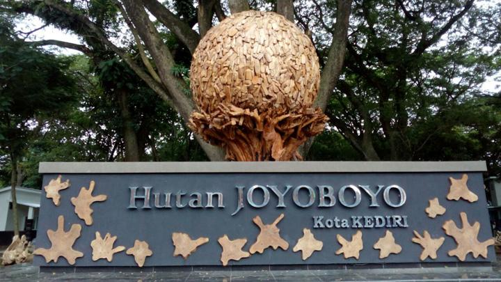 Taman wisata kediri hutan joyoboyo
