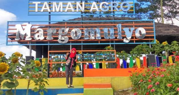 Wisata bunga Kediri taman Agro Margomulyo