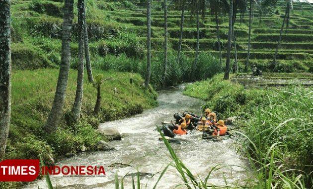 Keindahan Wisata Kampoeng Banyu River Tubing Malang