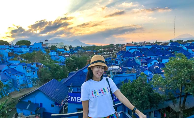 Spot Selfie Wisata Kampung Biru Arema Malang