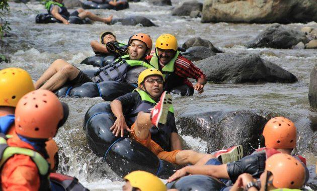 Wahana Exstream Wisata Kampoeng Banyu River Tubing Malang