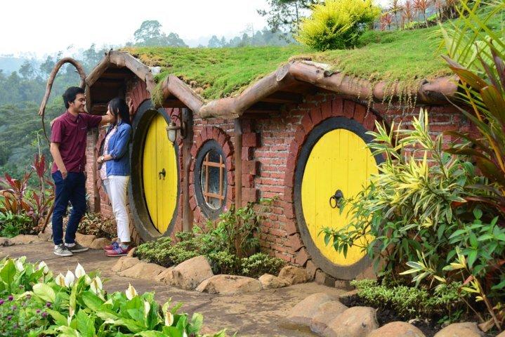 Rumah hobbit batu flower garden malang